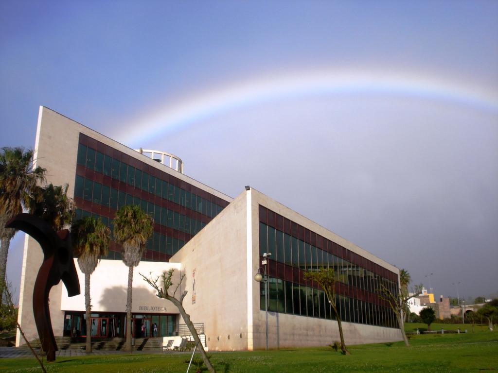 Imagen de la fachada de la universidad