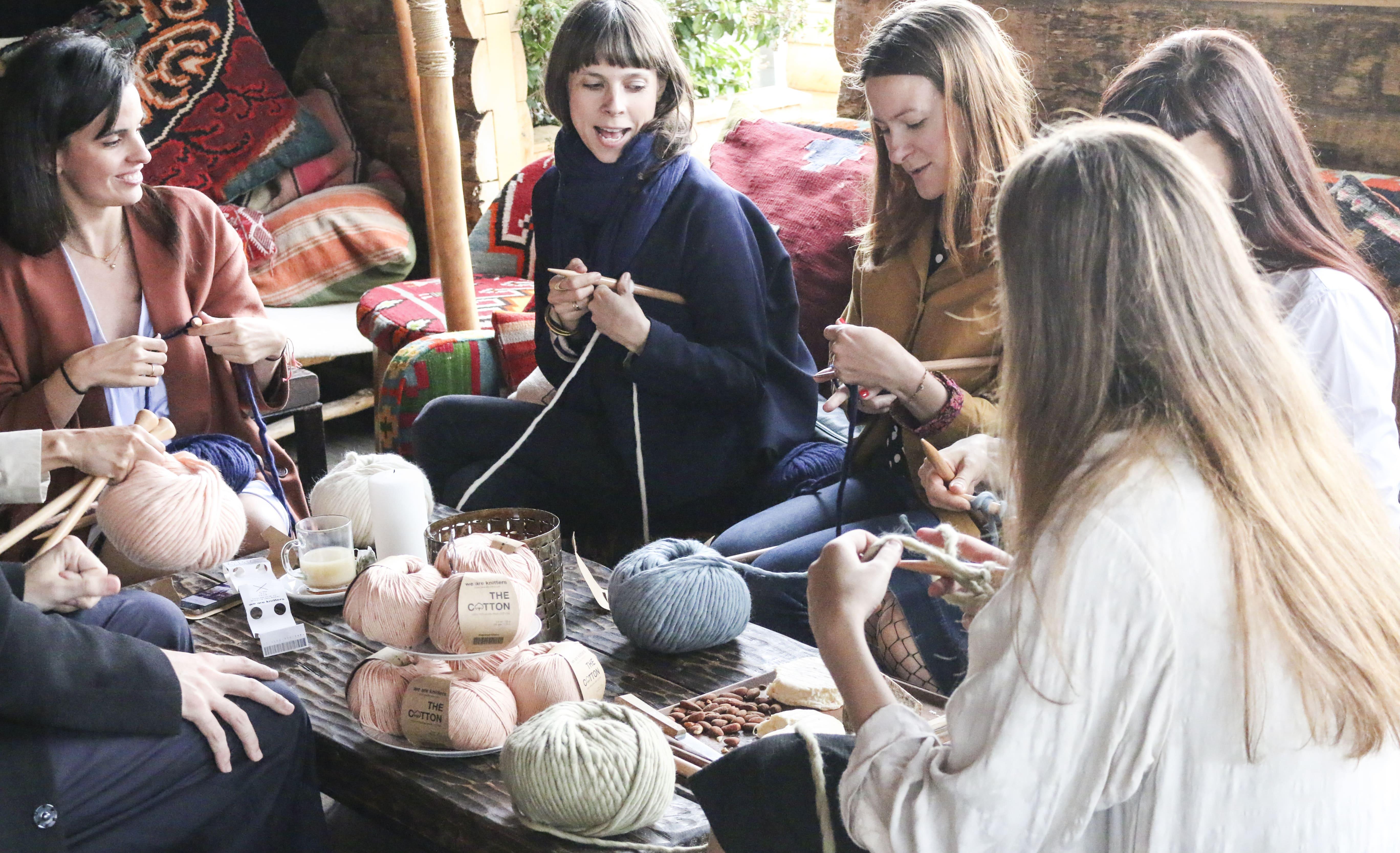 We Are Knitters celebra el día mundial de tejer en público con varias Knitting parties y un concurso