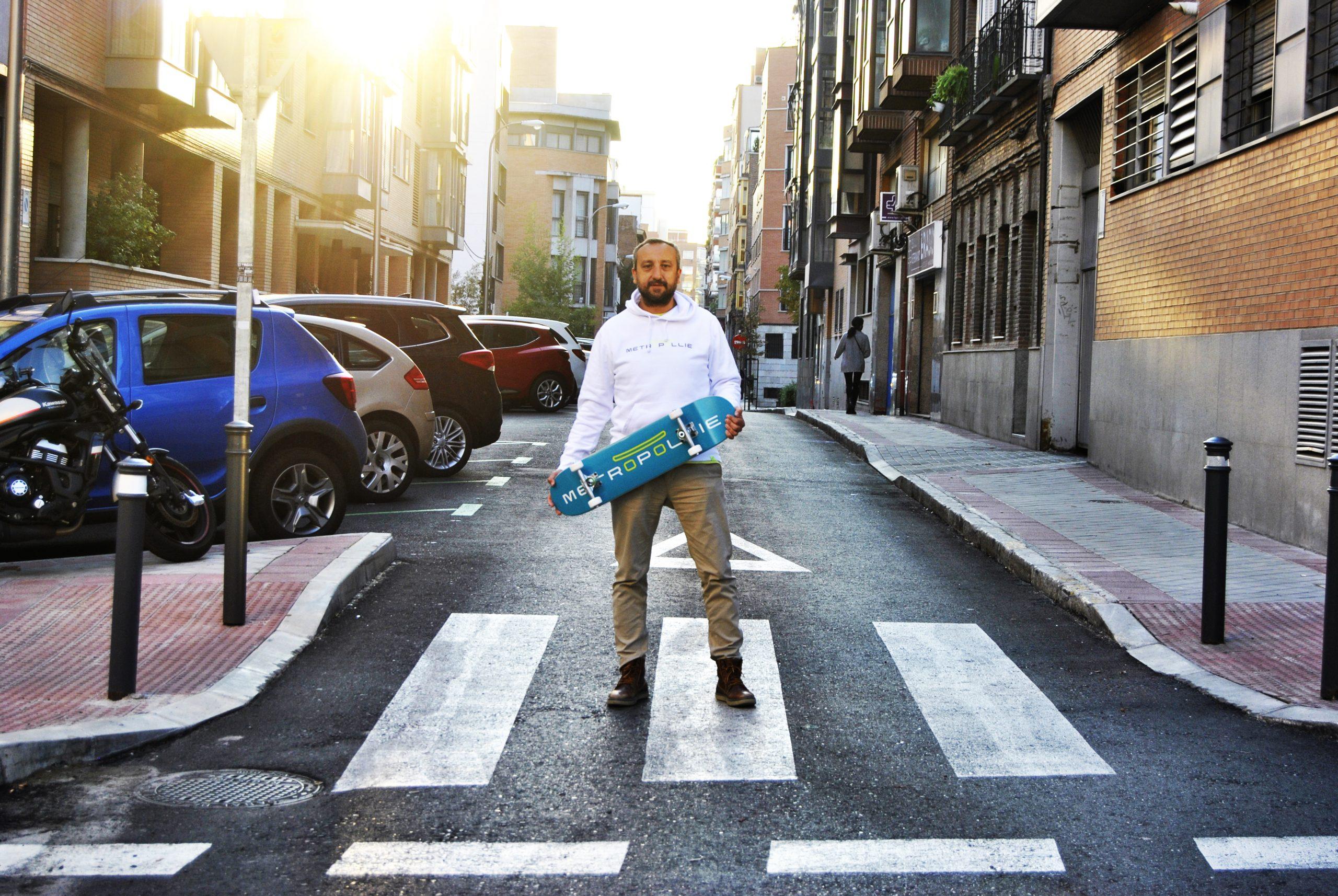 """Metropollie llega al mercado con """"NO+"""", su colección de skates y ropa urbana con conciencia social"""